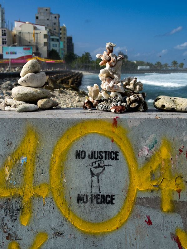 Graffiti on Male's eastern sea-wall  Photo: Aznym