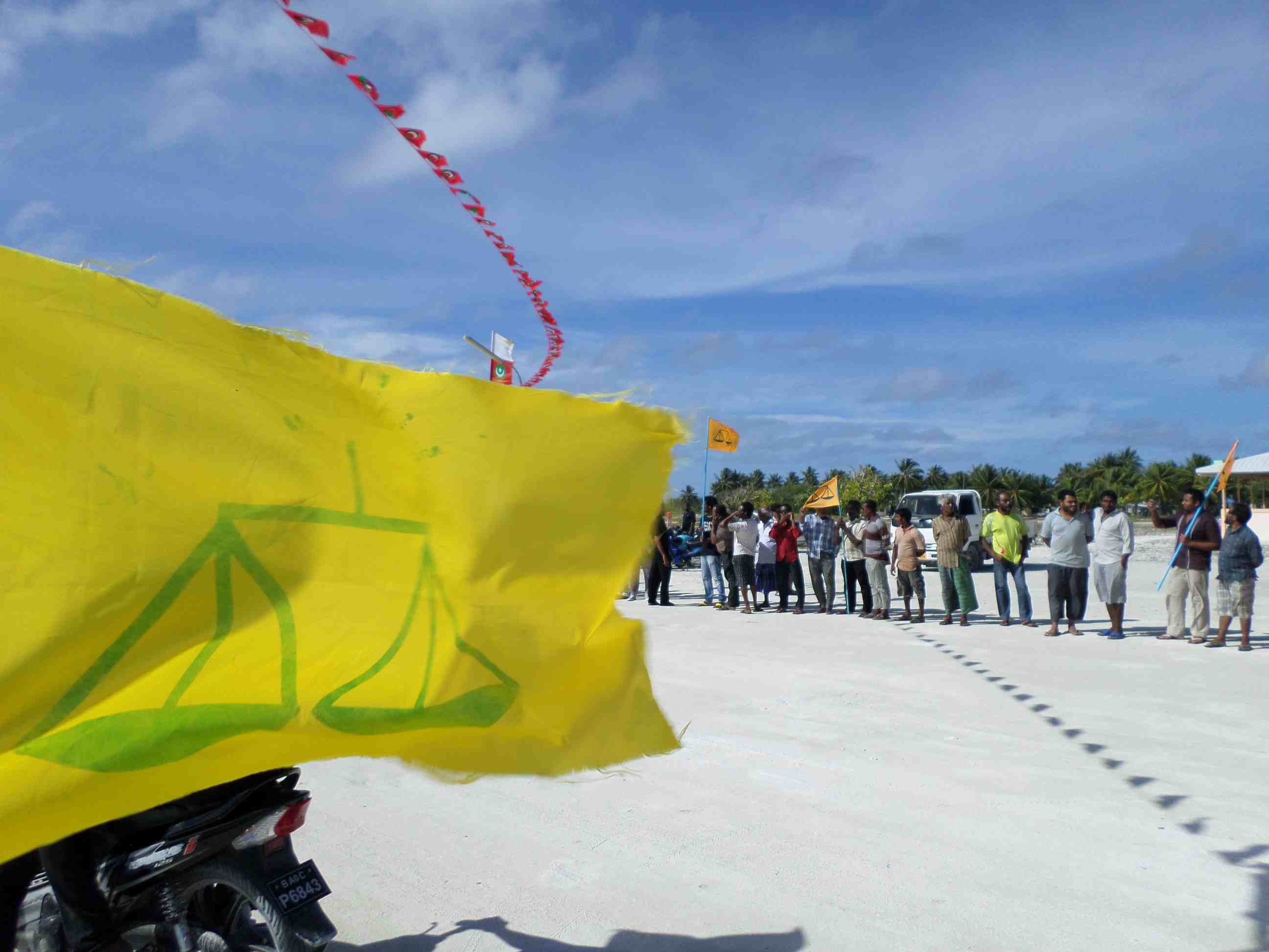 Kulhudhuffushi - Waiting for Nasheed